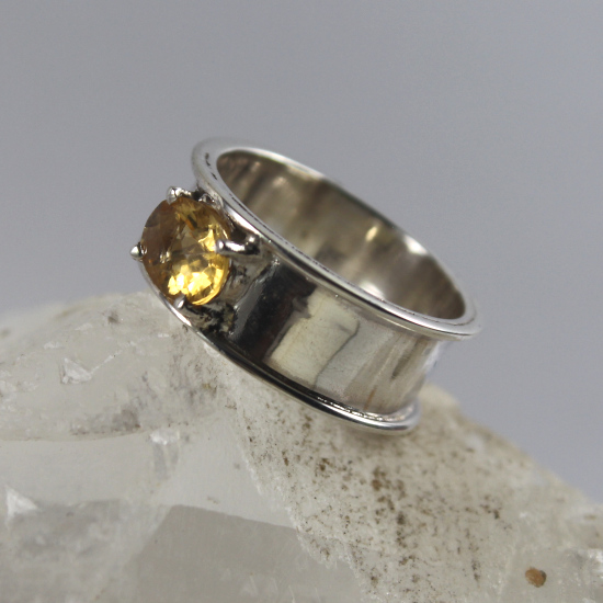 fat band citrine silver ring faceted