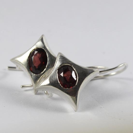 star garnet silver earrings