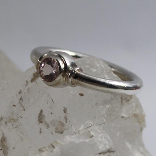 morganite silver ring with tube settings