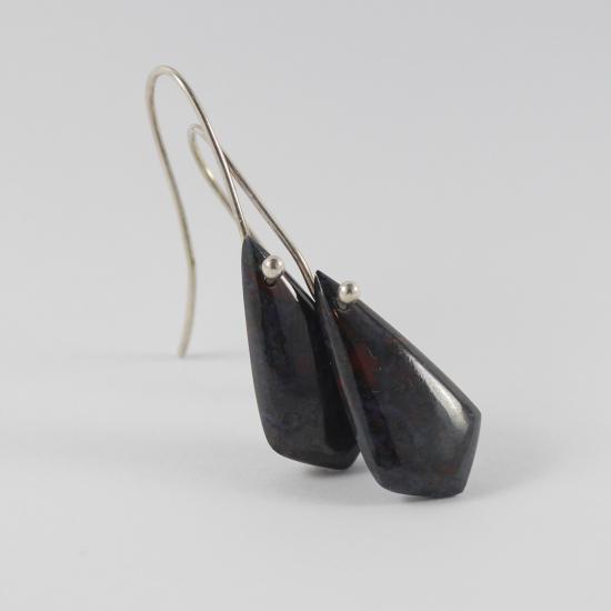 kite earrings natural sugilite Kuruman manganese