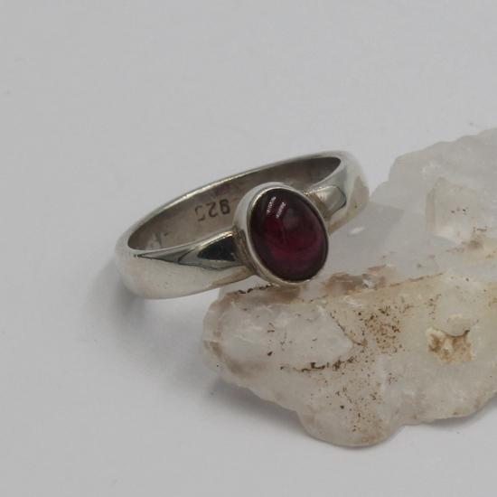 garnet oval cabochon silver ring