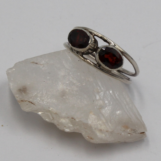 6x8mm faceted garnet gemstone silver ring