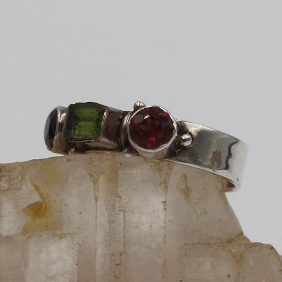 peridot and garnet jewelry gemstones ring