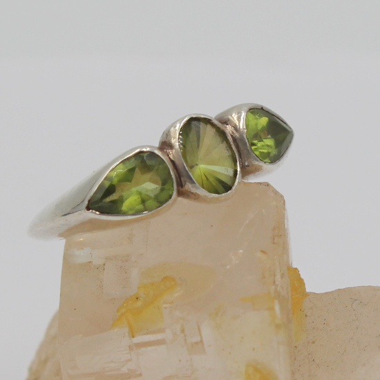 faceted peridot silver chunky ring