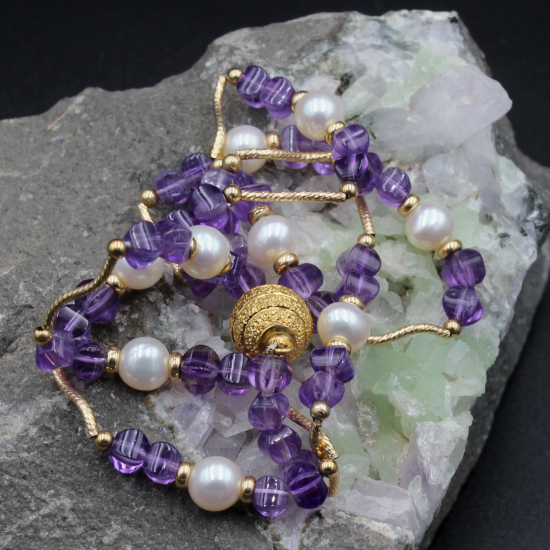 creamy white cultured pearls and faceted amethyst barrel beads