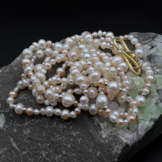 creamy mix pearl necklace with gold-plated s-clasp