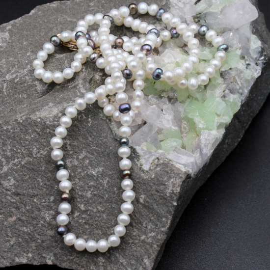 4mm cultured white pearl necklace with colored coloured pearl spacers