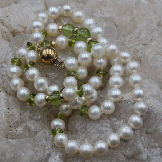 6mm cultured pearl and peridot chips necklace