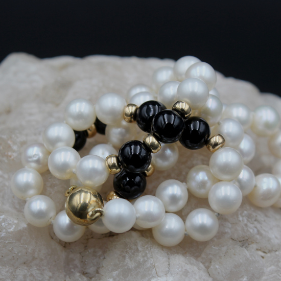 pearl and onyx necklace with rolled gold clasp