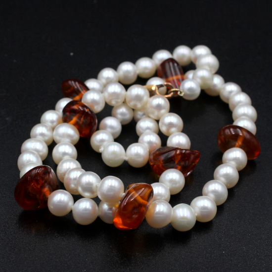 cultured pearl and amber necklace