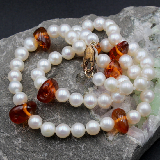 7mm classic cultured white pearl necklace with amber beads and a gold lobster clasp
