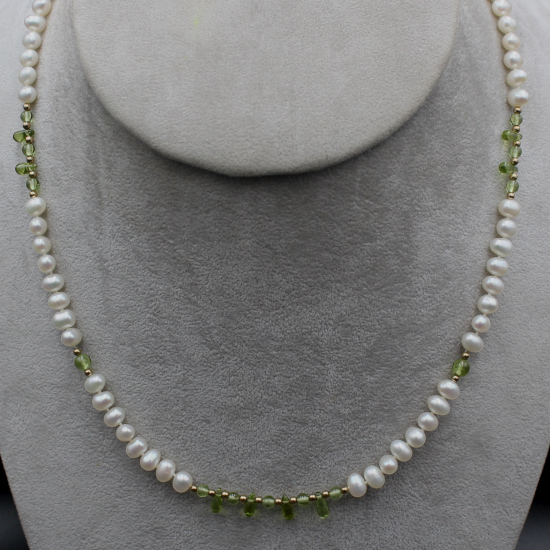 pearl and peridot cabochon beads necklace