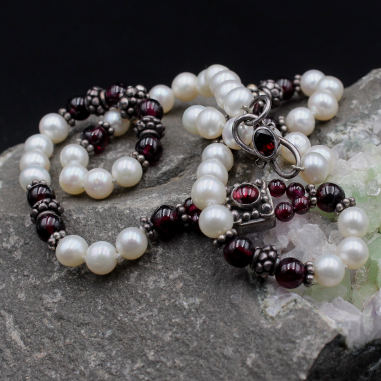 6mm cultured pearls and rhodolite garnet beads necklace with garnet silver clasp